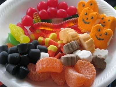 styrofoam plate with halloween candy