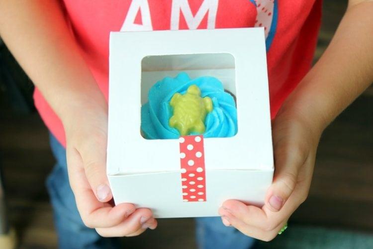 turtle cupcake in box