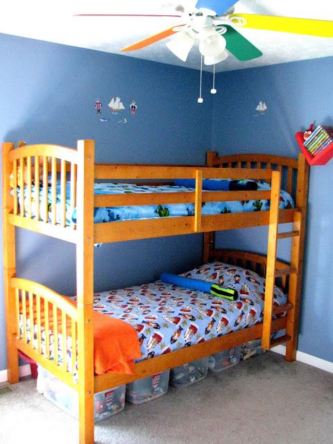 bunk beds with saber pillows