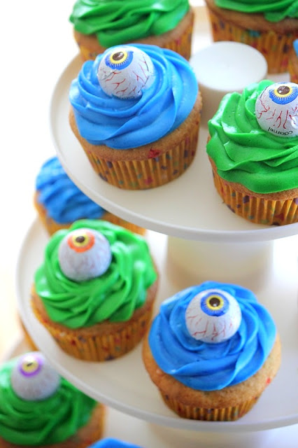 monster eye cupcakes on cupcake stand