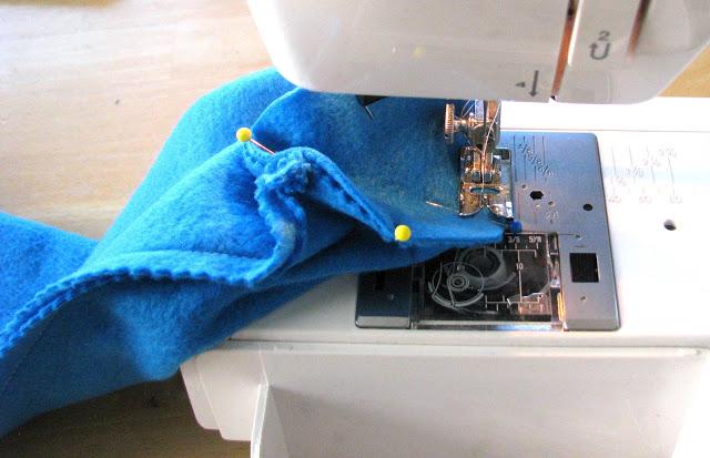 sewing machine stitching stitching bottom of pillow