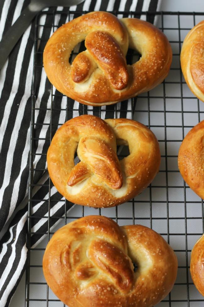 finished pretzels with salt