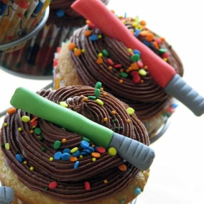 edible light sabers on cupcakes