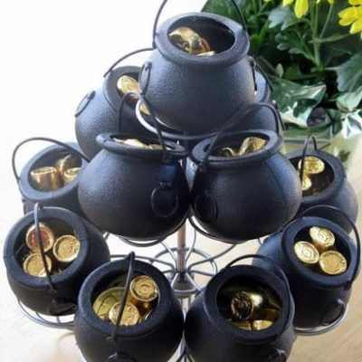 mini black pots with gold candy