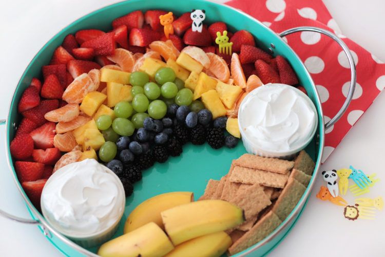 fruit platter with bananas and graham crackers