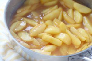 skillet apples in pan