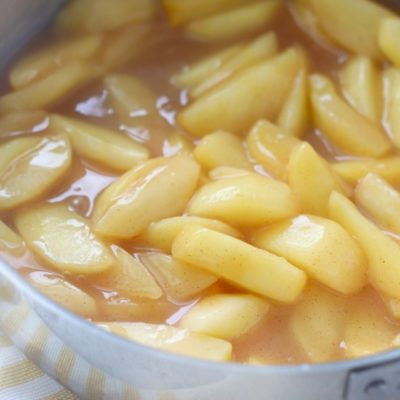 skillet apples in pan