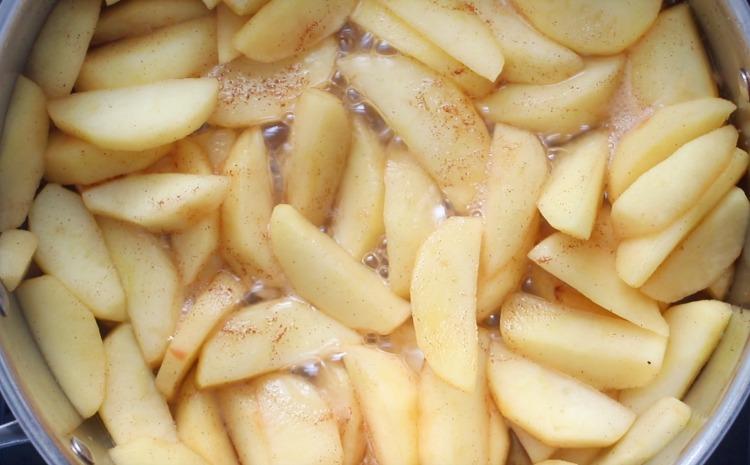 simmering cinnamon apples in sautee pan