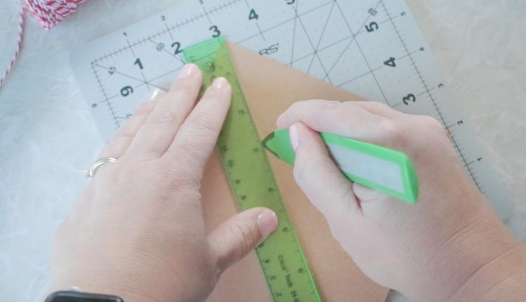 scoring corners of paper