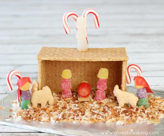 graham cracker and peanut butter nativity scene