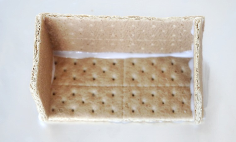 graham cracker nativity with 3 walls