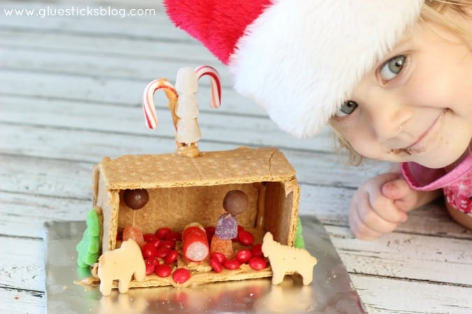 Change things up a bit this holiday season and make a nativity instead of the traditional graham cracker house! Complete with a gum drop baby Jesus and animal cracker animals. A fun activity to make with the kids this year while talking about the Christmas story.