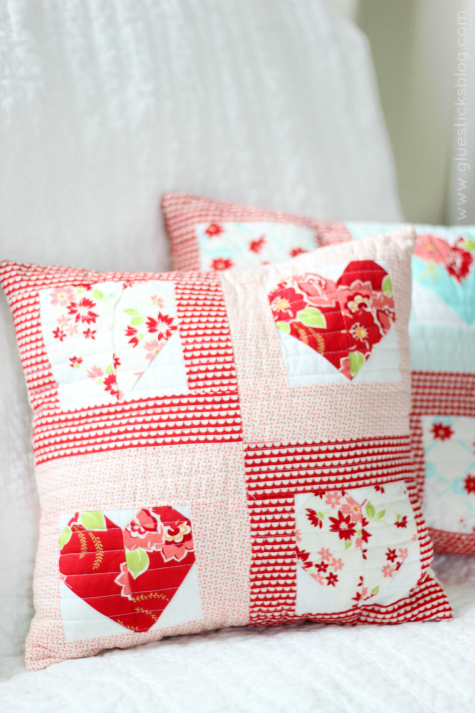 How to make quick and easy heart quilt squares! Stitch 4 together to make darling Valentine's day throw pillows!