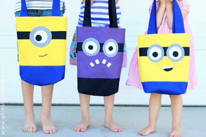 3 kids each holding a minion handbag