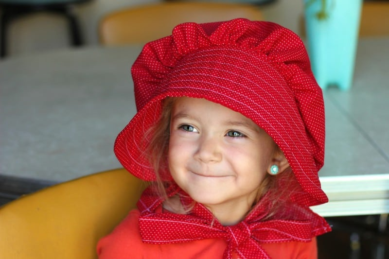 A simple elastic pioneer dress, apron, and bonnet. Perfect for any Pioneer Day or Little House on the Prairie activity! These homemade pioneercostumes are easy to make and so cute for little girls!