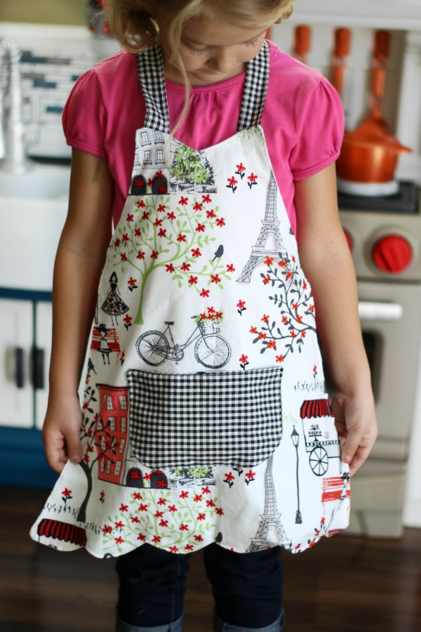 Little Baker's kids Apron sewing tutorial