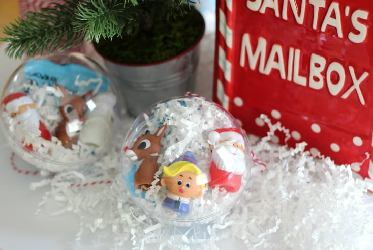 Theis DIY Rudolph ornament is the perfect holiday party favor! Fill them with darling finger puppets, and seasonal candy and hang them on the tree. A great kids craft too!