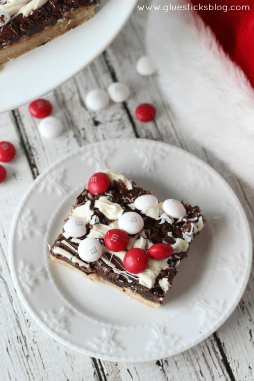 A delectable collection of holiday treat recipes that perfect for adding to treat plates, neighbor gifts, teachers, or cookie exchanges!