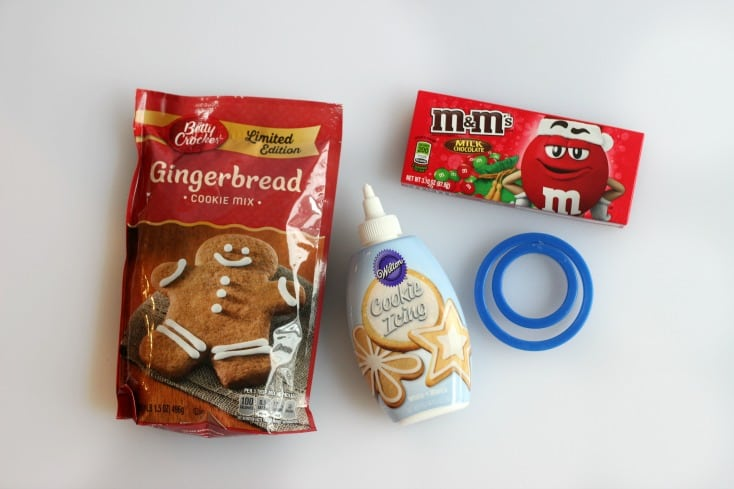 These quick and easy gingerbread cookie boxes are made out of COOKIES! Fill with small candies and close with the cookie lid for a fun holiday favor.