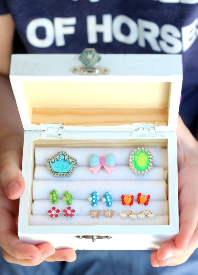 This DIY jewelry box is just the right size to organize earrings and rings with the addition of felt dividers. An easy project for kids!