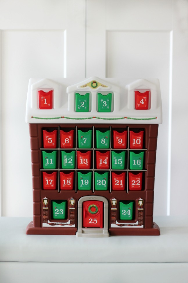 This Step2 advent calendar is perfect for little hands! Children will love finding a treat each day as they pull out the tiny red and green bins!