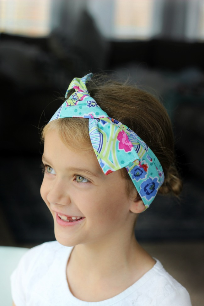 girl wearing wired headband