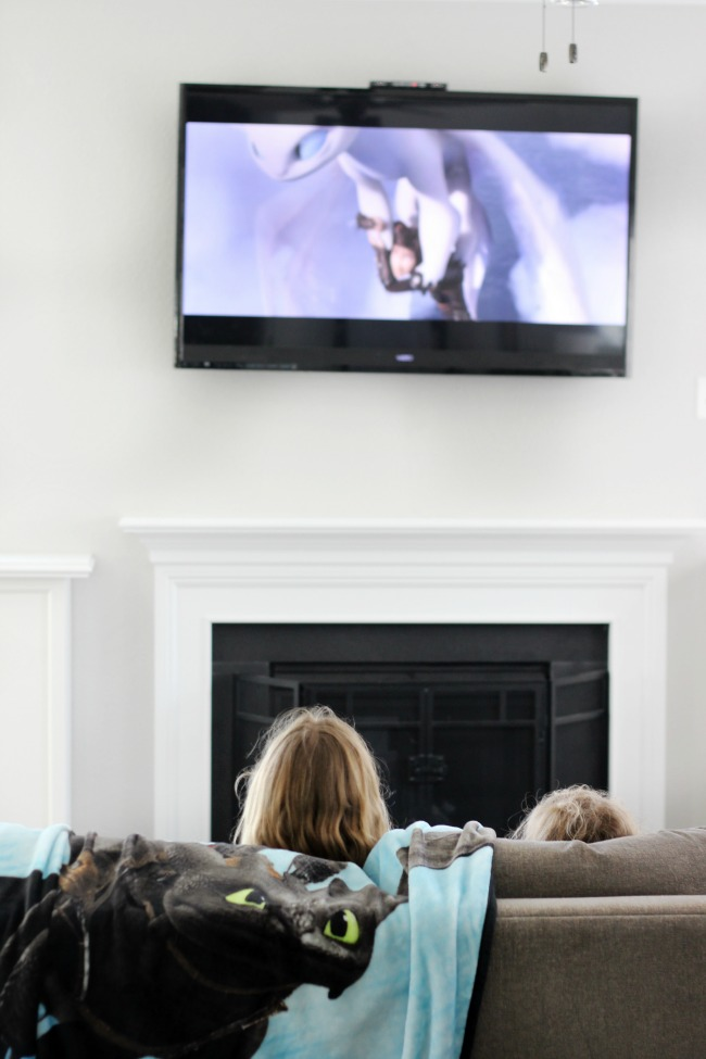 children watching how to train your dragon 3