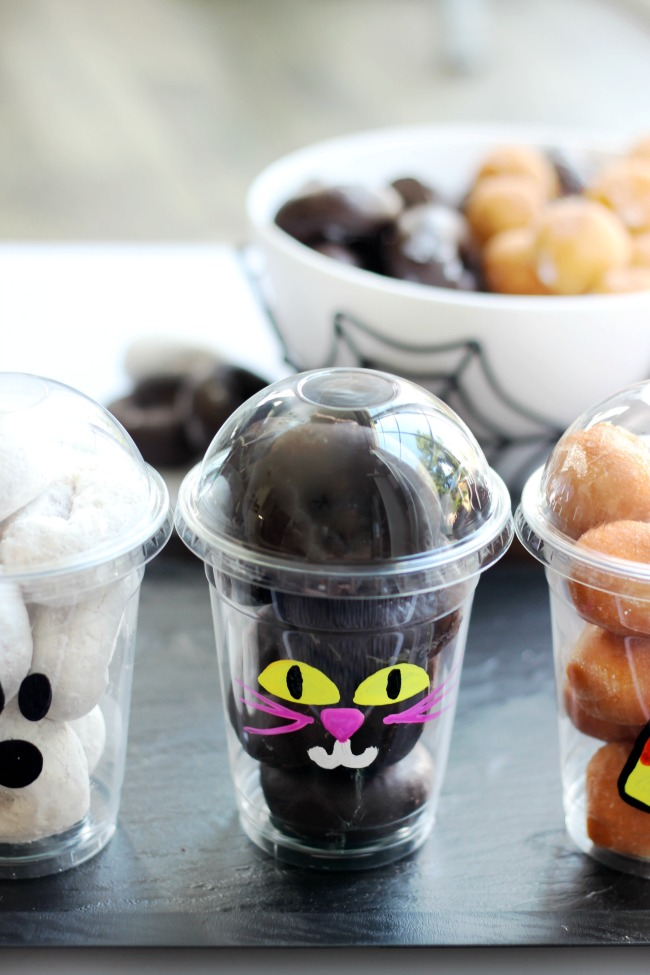 black cat donut cup with chocolate donuts