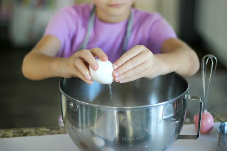 child cracking egg