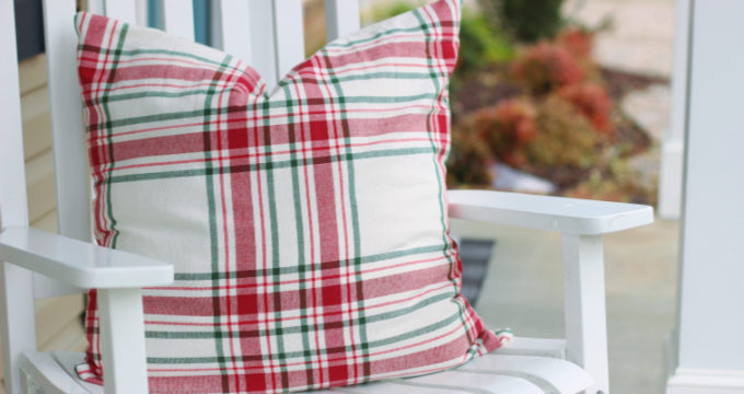 Holiday Pillow Cover Tutorial Using a Tablecloth