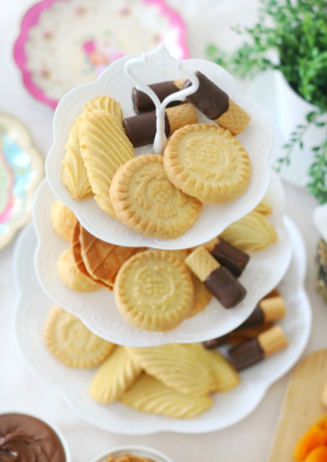 platter of shortbread cookies