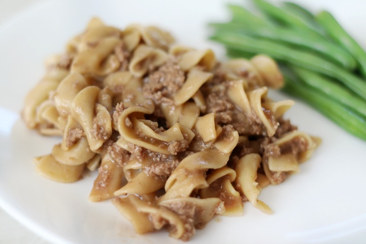 quick and easy stroganoff with green beans on plate
