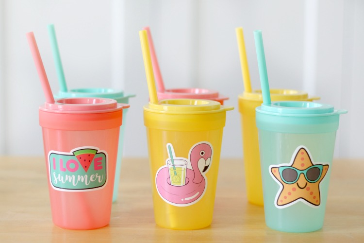 6 kids cups with straws in a variety of colors