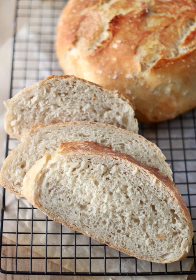 sliced no knead bread