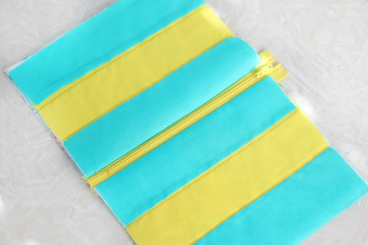 top stitching on zipper for cosmetic bag