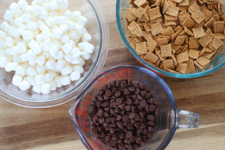 bowls of chocolate chips, mini marshmallows and graham cracker cereal