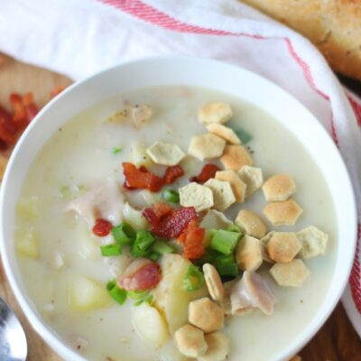 bowl of hot clam chowder