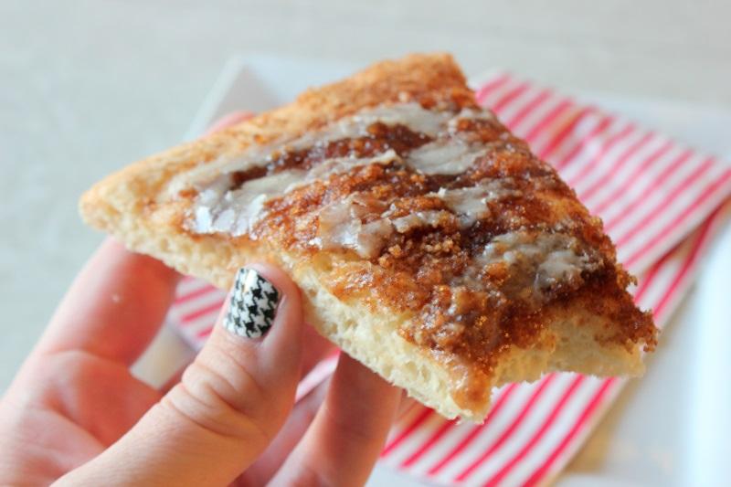 Cinnamon Roll Pizza | Gluesticks